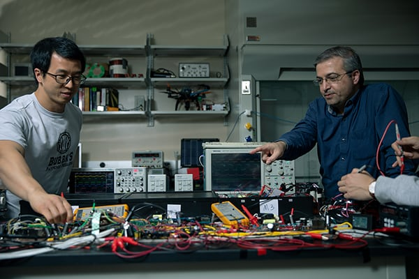 Dr. Jaber Qahouq supervises students working with battery systems.