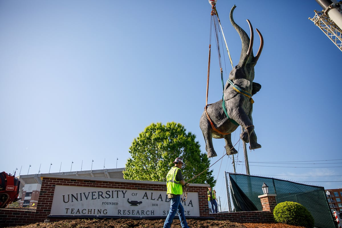 Tuska the elephant statue is lowered into place by a crane