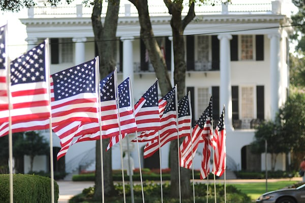 US Flags and the President's Mansion